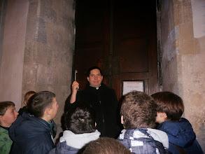 Photo: Odomykanie vstupnej brány do krýpt pod katedrálou
