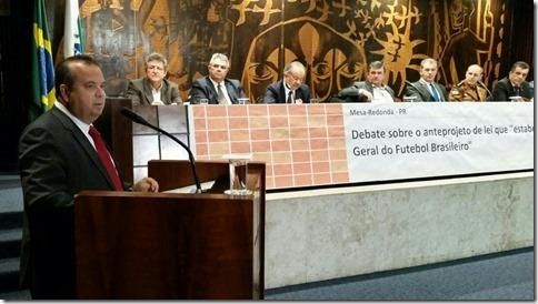 Rogério debate Lei Geral do Futebol em Curitiba