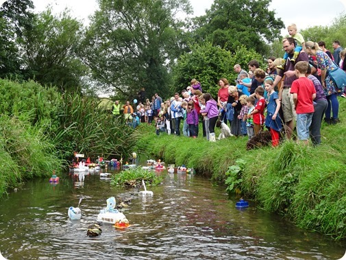 Start of the Childrens Model Boat Race 2016