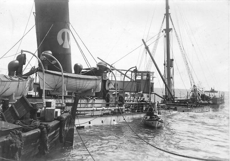 Abril de 1920. Trabajos de recuperación de la carga. Colección Jaume Cifre Sanchez. Nuestro agradecimiento.jpg