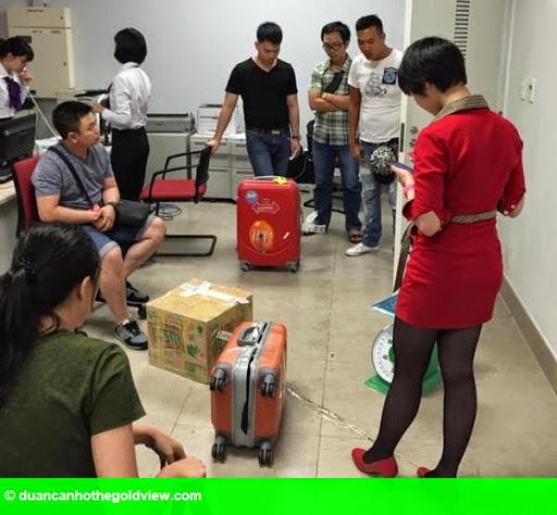 Hình 1: Clip: Vietjet Air lên tiếng vụ khách  tố bị lục vali, mất nhiều đồ giá trị