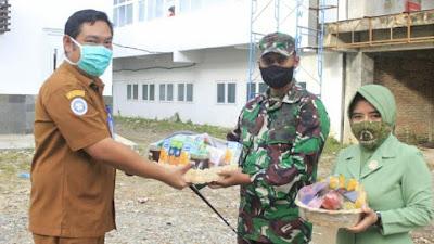 Jenguk Pasien Covid-19, Dandim Aceh Selatan Do'akan KesembuhannyaJenguk Pasien Covid-19, Dandim Aceh Selatan Do'akan Kesembuhannya