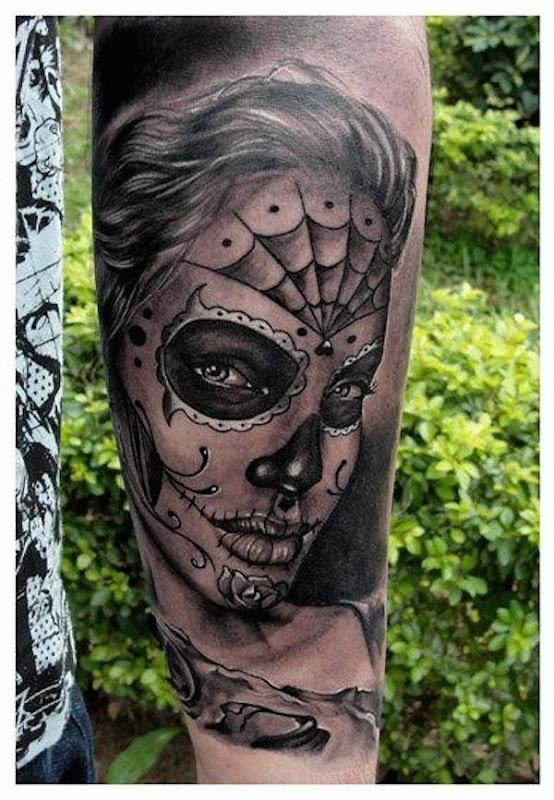 angelina_jolie_açcar_tatuagem_de_caveira
