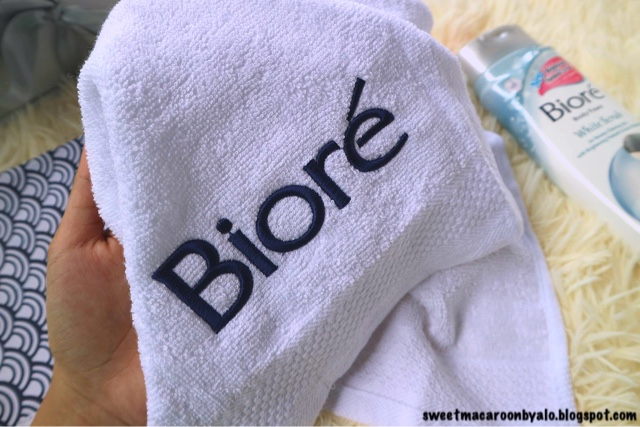 Biore Body Foam White Scrub