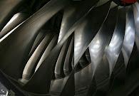 Przykład ulepszonych cieplnie wirników silnika odrzutowego.JPG