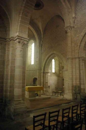 L'intérieur de l'église de Pontaubert