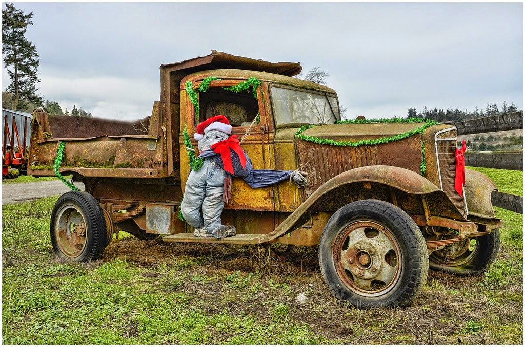 """""""Santa's Xmas Vehicle"""" by Ted Gagne - A General"""