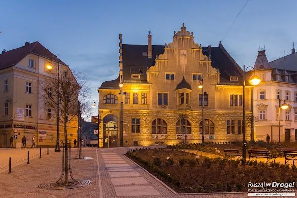 Plac Magistracki w Wałbrzychu nocą