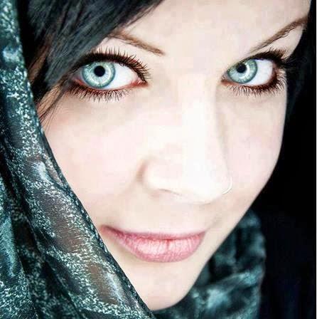 Julie Khan Photo 27