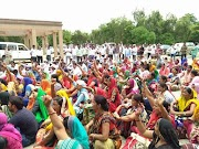 PROTEST : शिक्षामित्रों के समायोजन पर राज्यपाल रामनाईक बोले, सीधे सीएम योगी से करेंगे बात, शिक्षामित्रों ने छुट्टी के दिन भी किया प्रदेश के प्रत्येक जिलों पर प्रदर्शन