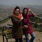 Kuzynka-tłumaczka i Karolina, w tle widok na Sanandaj