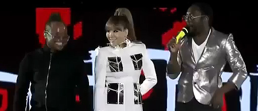 will.i.am & apl.de.ap of The black eyed peas and CL of 2NE1 perform 'Where is the love' @ the 2011 MAMA's | Live performance
