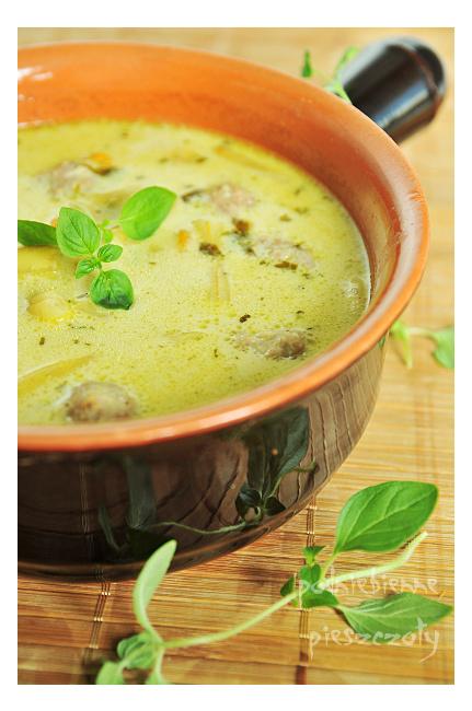 Zupa z pulpecikami i fasolką