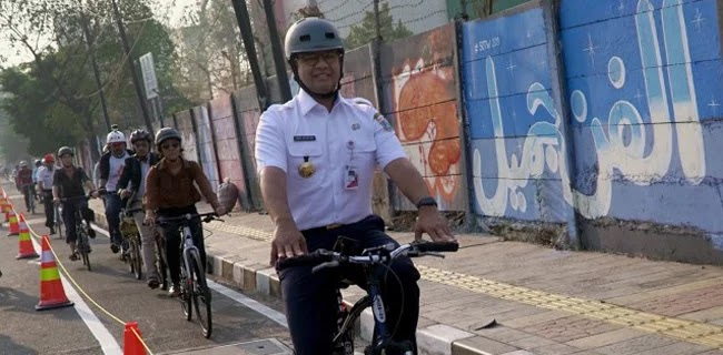 Jokowi Dorong Sandi Karena Tidak Mau Bersaing Dengan Anies