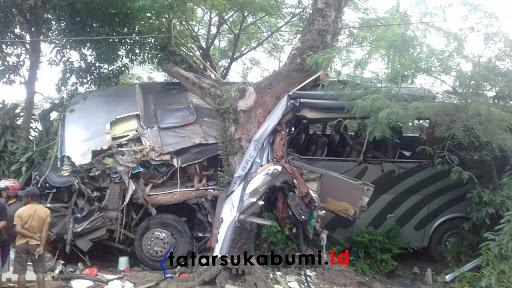 Kecelakaan Maut Bus Tabrak Pohon di Sukabumi