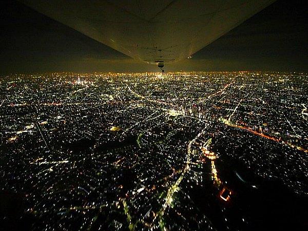Kota Tokyo di Malam Hari dari Pesawat