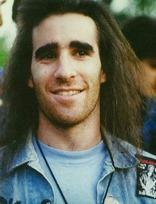 Scott Ian - guitarra e backing vocals