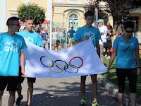 05 Érkezik az olimpiai lobogó.JPG