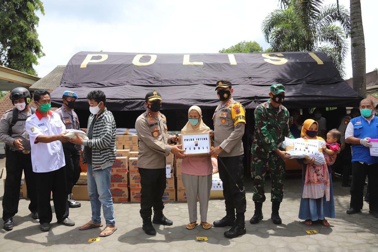 Kapolda Jateng Kunjungi Barak Pengungsi Merapi di Balerante