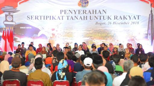 Jokowi Bagi 1000 Bidang Sertifikat Tanah Warga Sukabumi