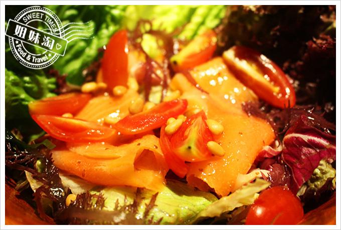 五角銀燒肉挪威燻鮭魚野菜沙拉