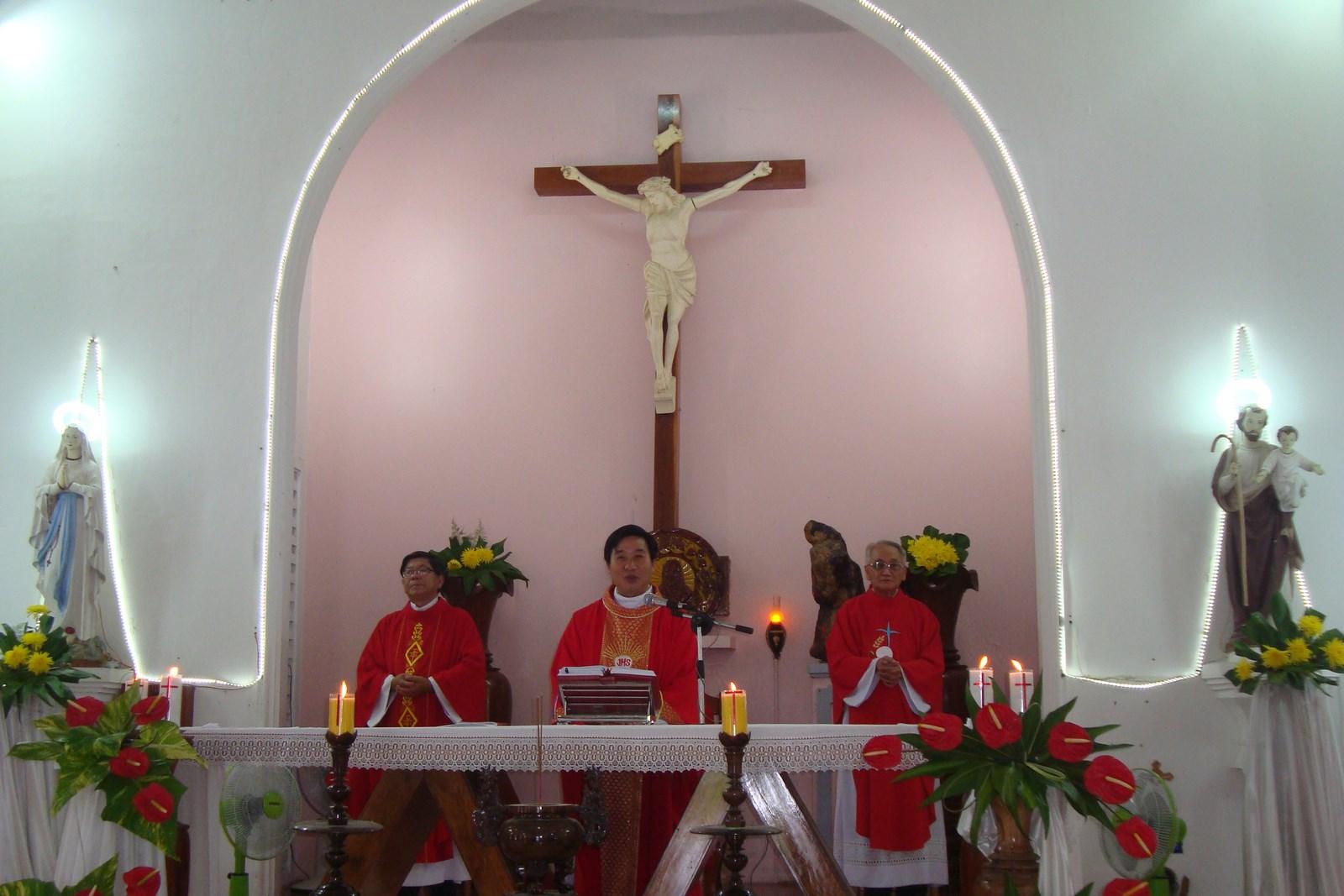 Mừng kính lễ Thánh Tôma Tông Đồ ở giáo xứ Tịnh Sơn.
