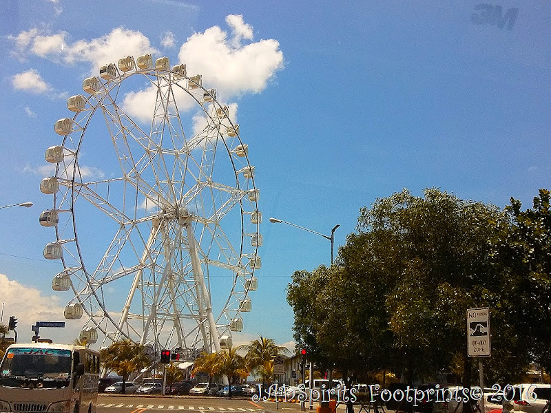 The MOA Eye is a 55-meter (180 ft) tall with 36 airconditioned gondolas