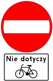 """Znak zakazuje wjazdu na drogę lub jezdnię od strony jego umieszczenia pojazdów, kolumn pieszych oraz jeźdźców i poganiaczy. Umieszczona pod znakiem tabliczka T-22 """"tabliczka wskazująca, że znak nie dotyczy rowerów jednośladowych"""" wskazuje, że znak nie dotyczy rowerów jednośladowych, gdy jest dla nich wyznaczony pas ruchu."""