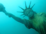 ...and me found the Statue of Liberty on the ground of the Sundhaeuser See! (© 2012 Bernd Neeser)