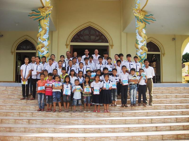 Lòng Chúa Thương Xót Phát Quà Cho Học Sinh Nghèo 17.7.2013