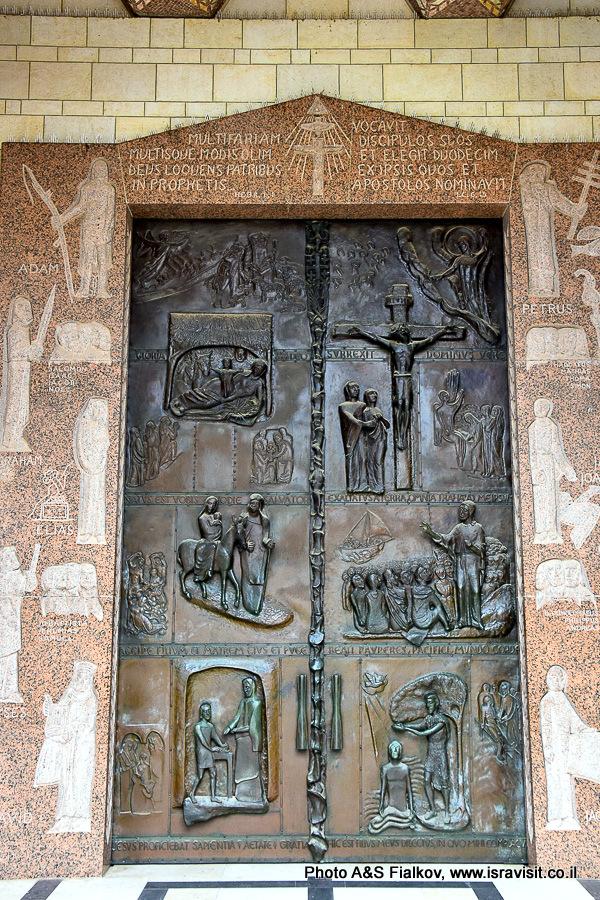 Дверь со сценами Благовещения в Базиоике в Назарете. Гид Светлана Фиалкова.