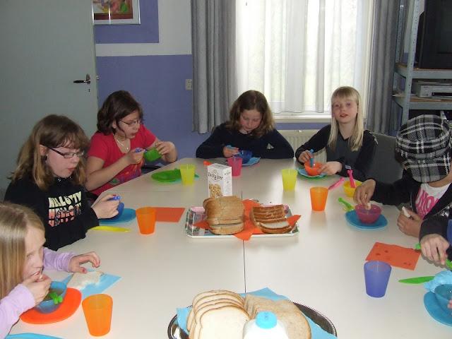 Sobere maaltijd voor de kinderen van de kinderkerkclub. - DSCF5796.JPG
