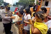 Kapolres Bitung Salurkan Bantuan Bahan Makanan Untuk Korban Banjir di Pateten