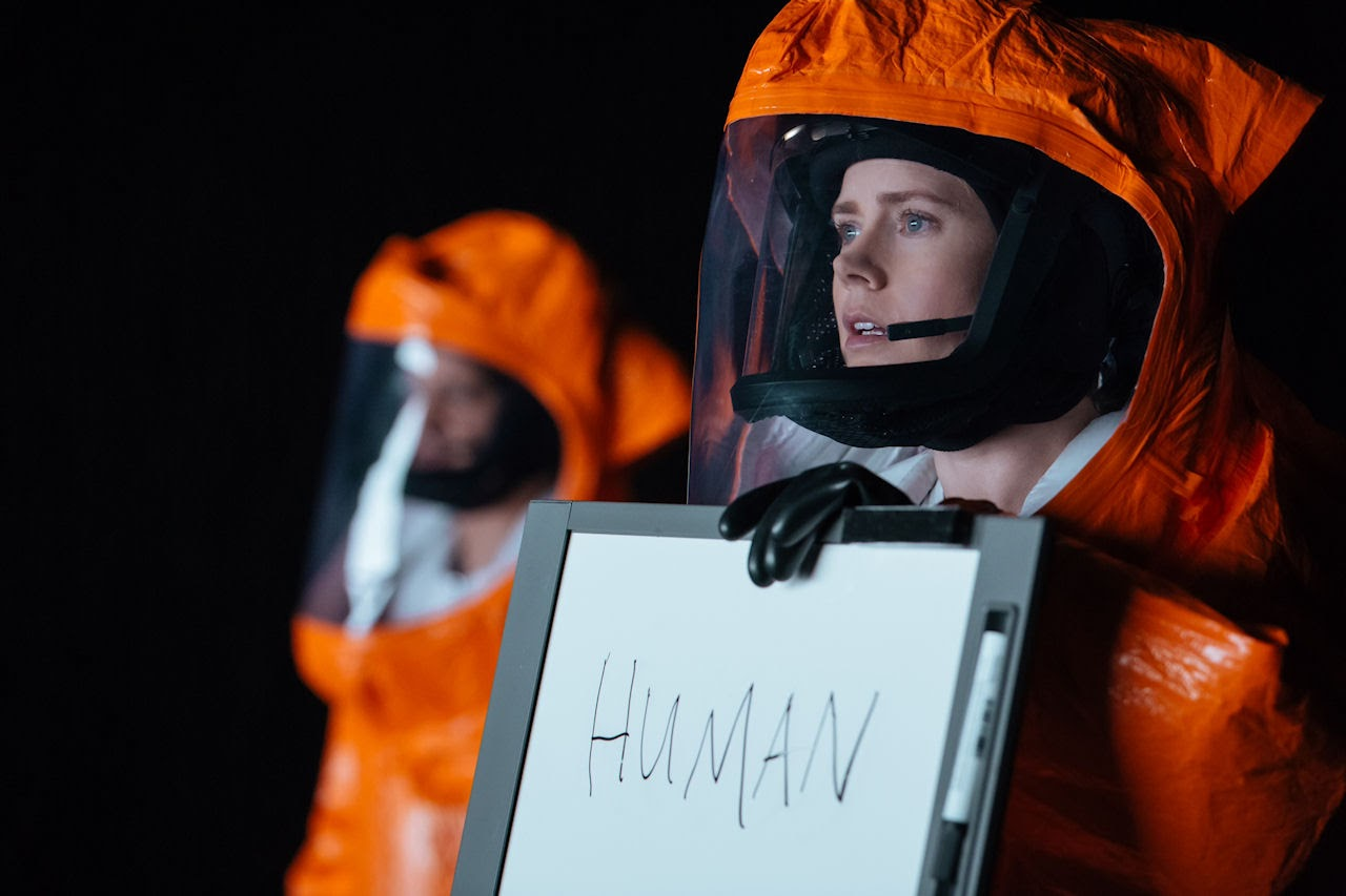 Amy Adams (right) as Louise Banks in ARRIVAL. (Photo: Jan Thijs / Paramount Pictures)