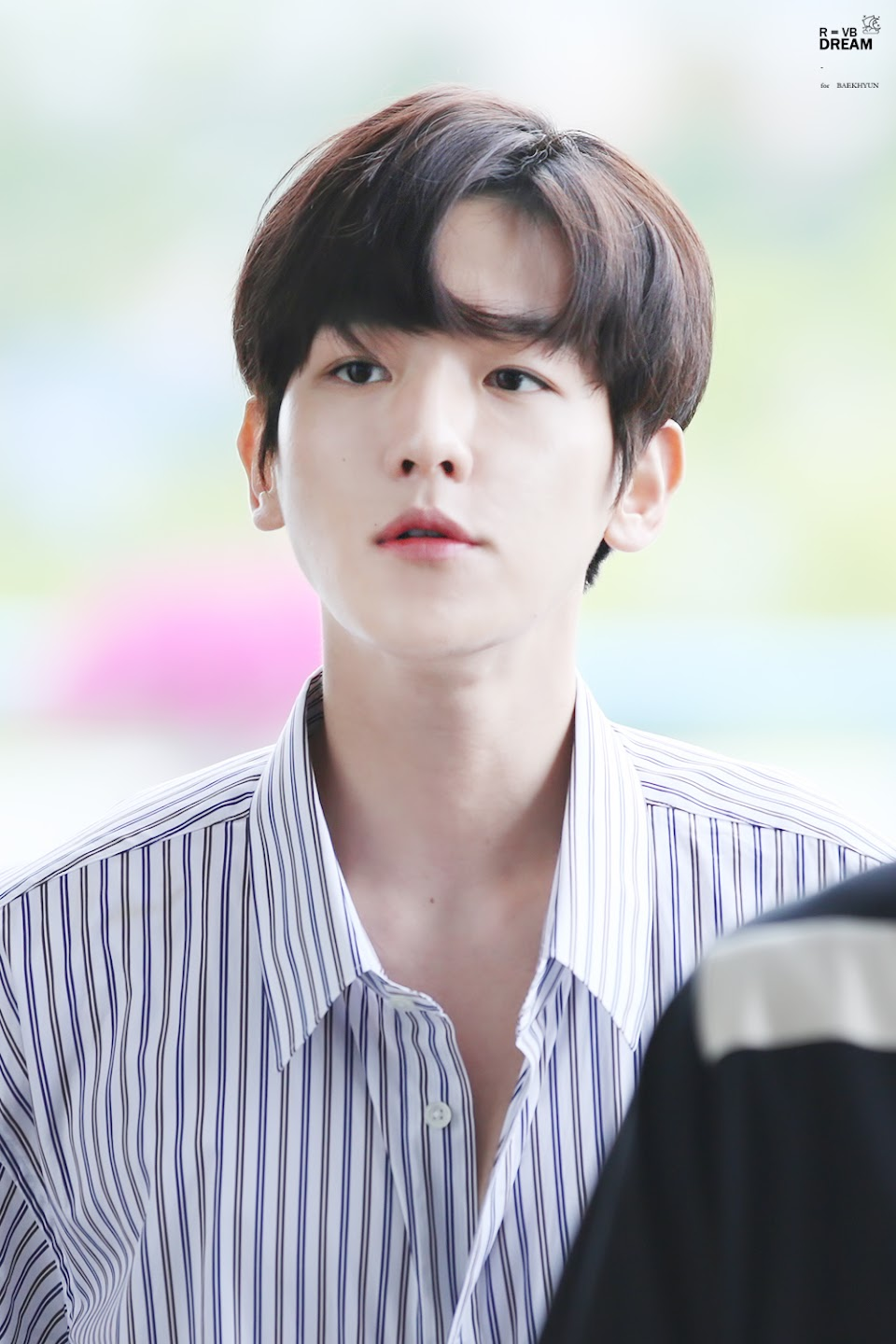 Byun_Baek-hyun,_departing_from_Gimpo_Airport_on_June_6,_2017