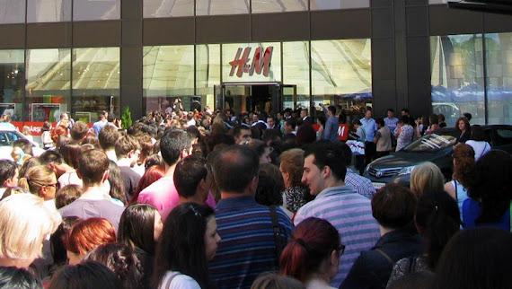 Deschiderea magazinului H&M din Iulius Mall Suceava, 14 iunie 2012