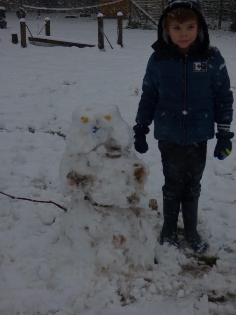 Spelen in de sneeuw - P1060681.JPG