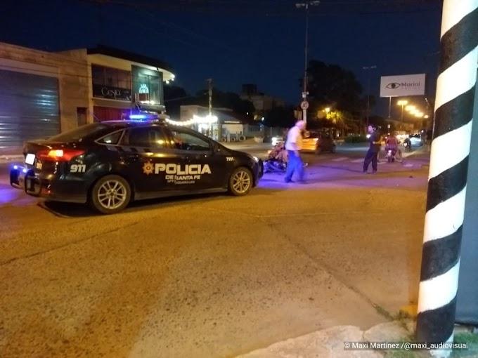 Un remisero y un motociclista protagonizaron un accidente de transito en JD Peron y Pablo Iglesia