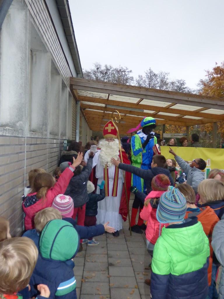 Sinterklaas op bezoek - P1060554.JPG