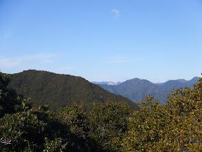 右に大紀の山々
