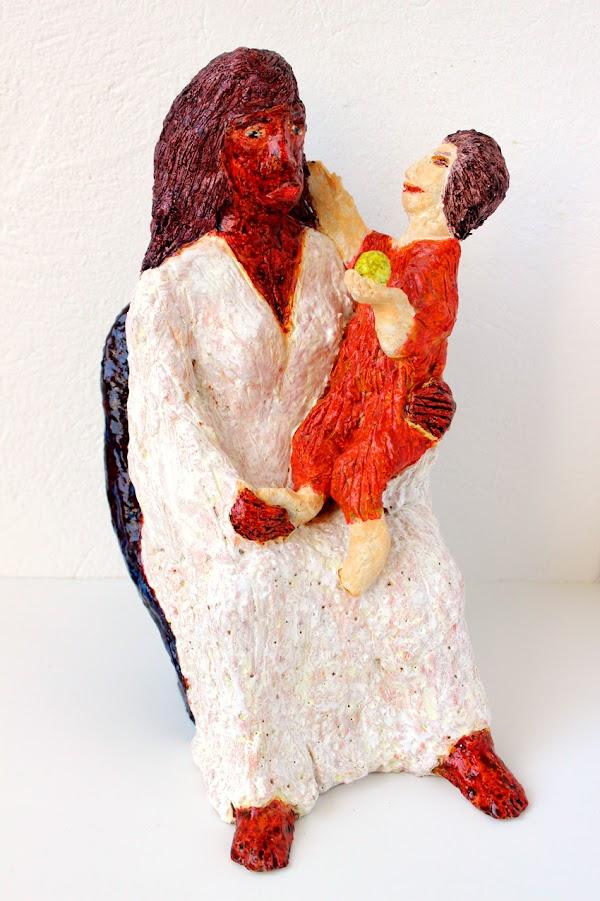 mare de déu amb el nen sostenint una poma (beeld van frank waaldijk, rechtsvoor)