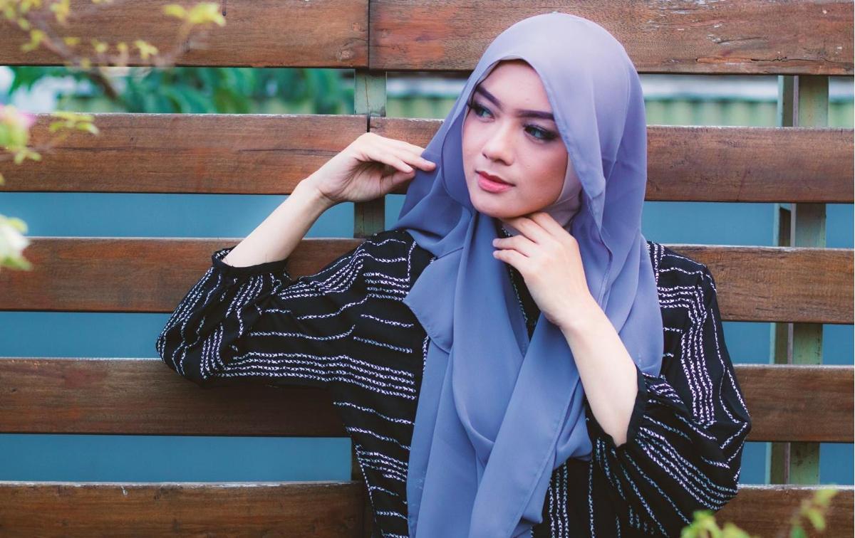 6 Tips Merawat Hijab Agar Tahan Lama