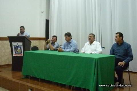 Autoridades municipales y educativas dialogan para organizar eventos cívicos