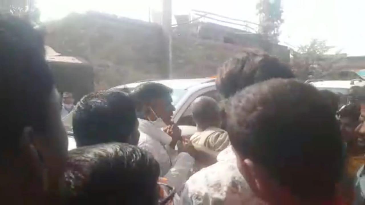 आरसीपी सिंह के जनसंपर्क अभियान के दौरान दो दल के बीच झड़प एक कार्यकर्ता का फूटा सिर