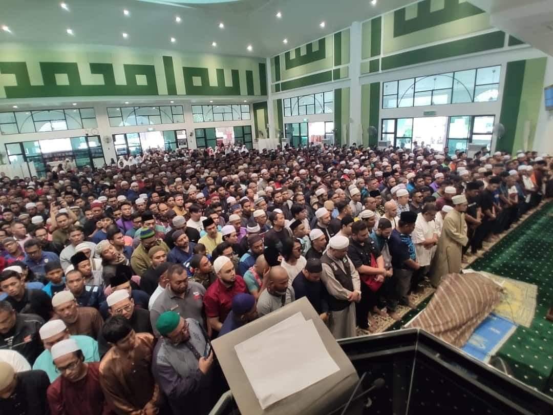 SubhanaAllah, begitu ramai sekali yang hadir untuk solat jenazah buat Allahyarham Abam Bocey