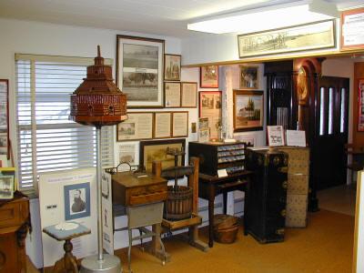 Orchard Lake Museum Tour 2006 - mvebirdhouse.JPG