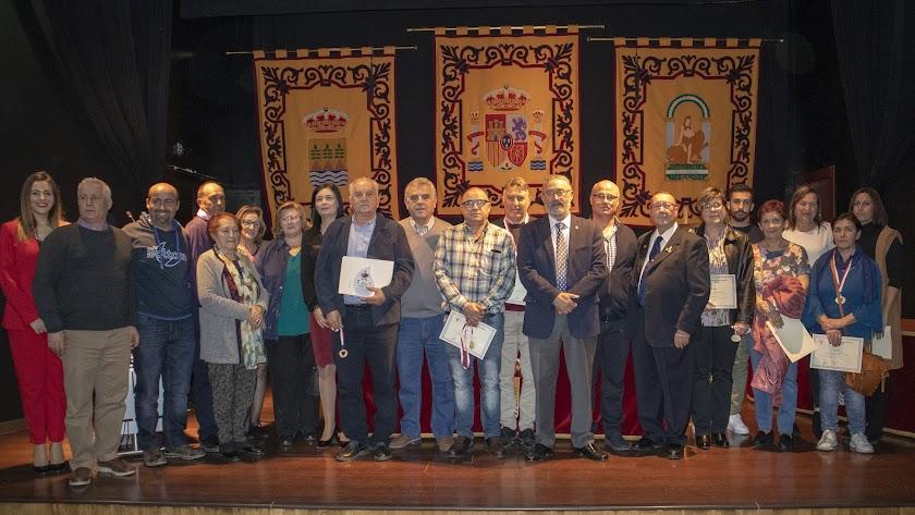 Parte de los donantes distinguidos y los homenajeados.
