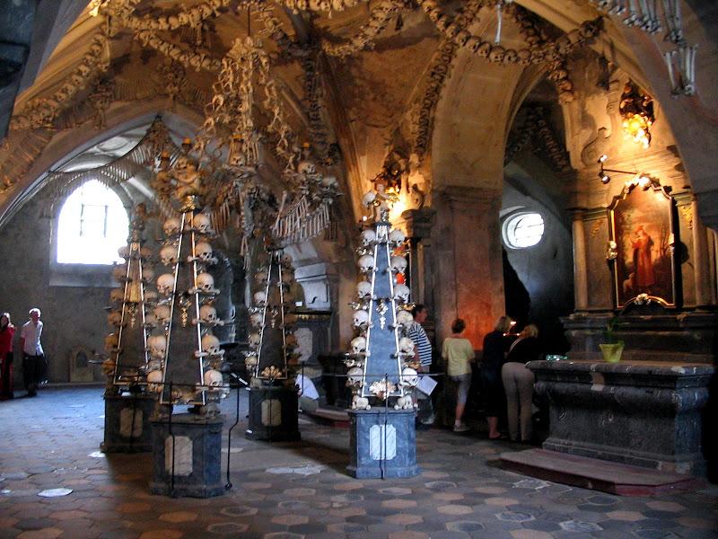 Kutna Hora - kościółek z czaszkami