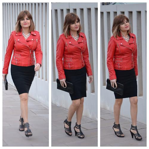 Chupa de cuero roja para un look rockero