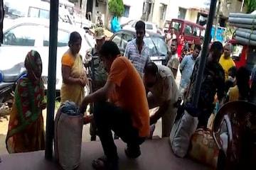 BIHAR: महिला श्रद्धालु के वेश में शराब तस्करी के खेल का खुलासा, 9 महिला समेत 10 गिरफ्तार